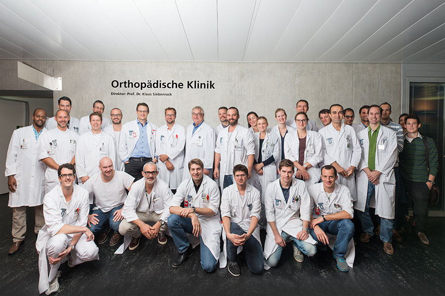 The current team at the Inselspital Orthopaedic Clinic with Director Prof. Dr. med. Klaus A. Siebenrock